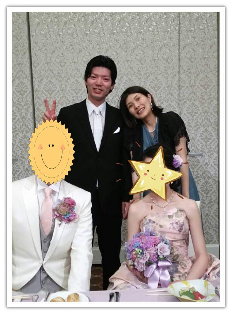 結婚式での新郎新婦と